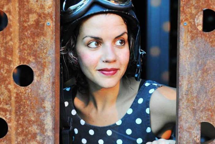 Francesca Mari Juggling